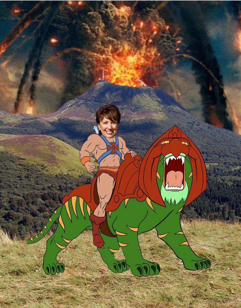 Roselyne bachelot chevauchant le tigre de Musclor devant le puy de dôme en irruption